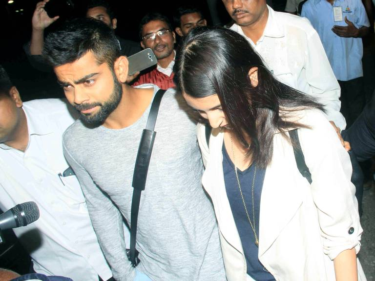 anushka-sharma-virat-kohli-new-year-celebrate-in-uttarakhand-1