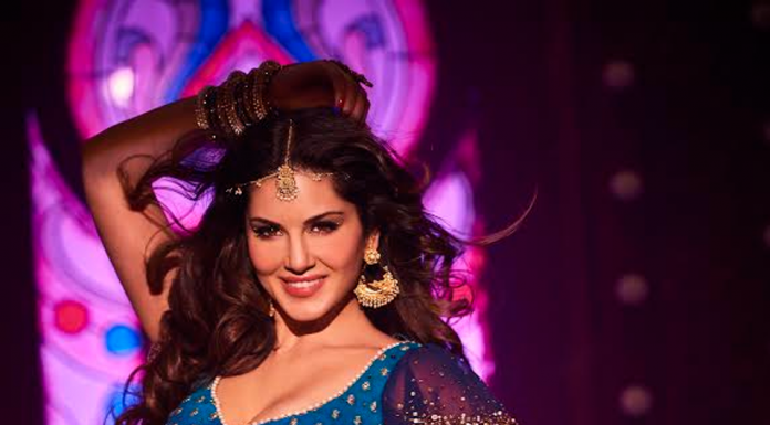 Sunny Leone Promote Raees With Shahrukh Khan