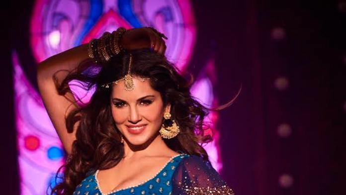 Sunny Leone Promote Raees With Shahrukh Khan